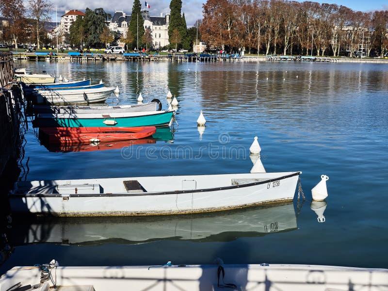 Rond geschoten van het meer van Annecy en de bergen royalty-vrije stock afbeeldingen