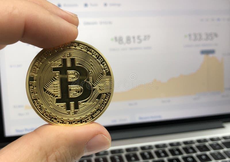 Rond goudkleurig Bitcoin royalty-vrije stock fotografie