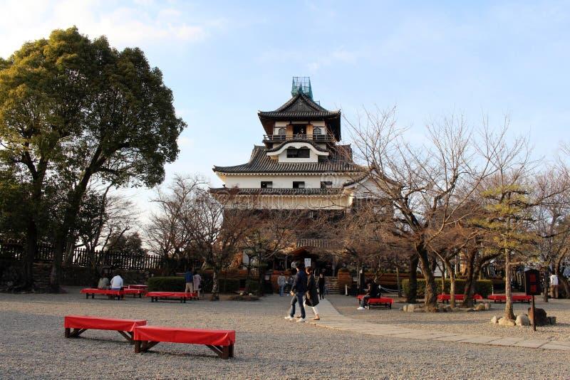 Rond Inuyama-Kasteel in Aichi-Prefectuur Gevestigd door Kiso R stock afbeelding