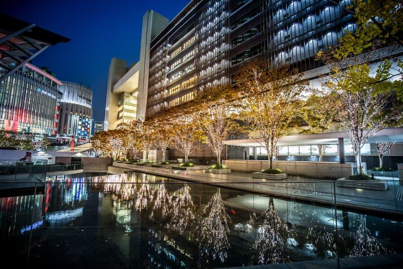 Rond Osaka Station in de winternacht stock afbeeldingen