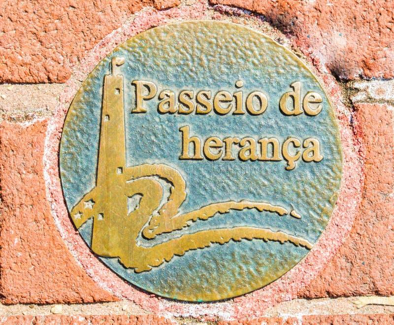 Rond stoepmedaillon in het Spaans op de Erfenisgang van Baltimore ` s stock afbeeldingen