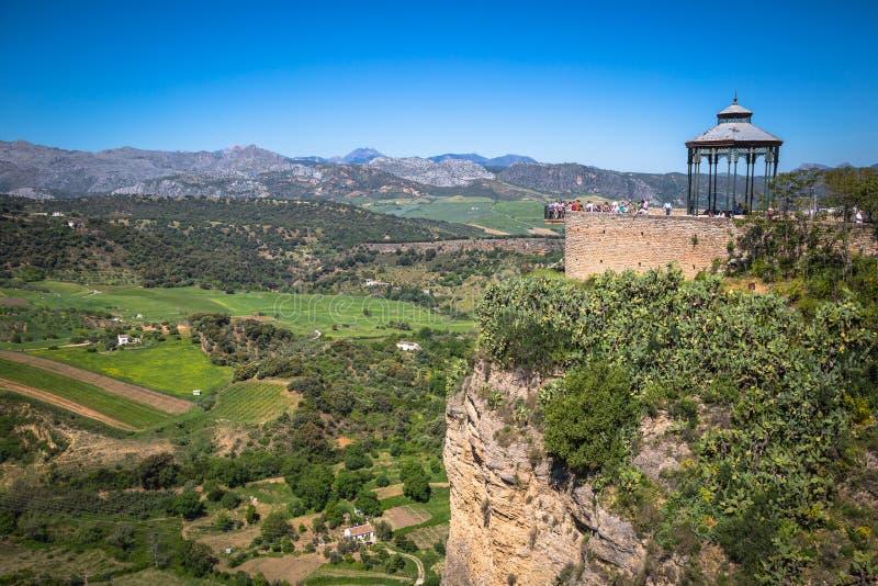 Ronda, Ισπανία 3 Μαΐου 2014: Ronda, κτήρια της Ισπανίας στο Tajo φαράγγι στοκ εικόνες
