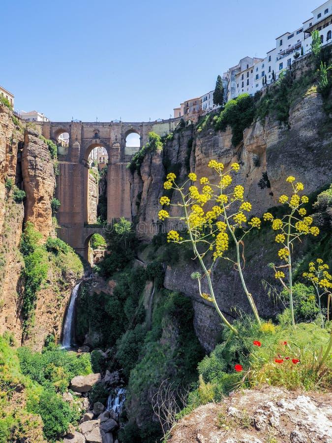 RONDA, ANDALUCIA/SPAIN - 8 ΜΑΐΟΥ: Άποψη της νέας γέφυρας στη Ronda στοκ φωτογραφίες με δικαίωμα ελεύθερης χρήσης