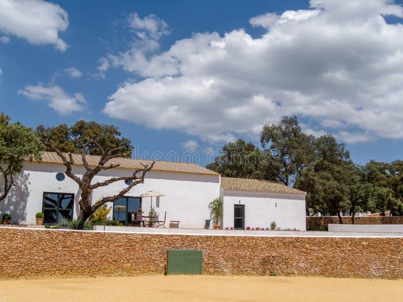 RONDA, ANDALUCIA/SPAIN - 8 MAI : Ferme complète avec le nea d'arène photos libres de droits
