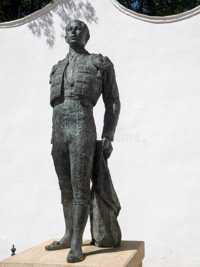 RONDA ANDALUCIA/SPAIN - MAJ 8: Staty av den tjurfäktareAntonio nollan royaltyfri foto