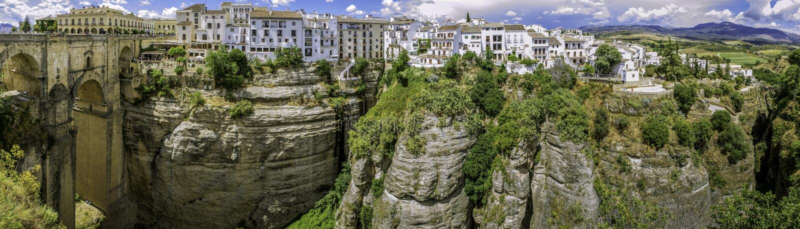 Ronda Panoramic sikt över Puente Nuevo och stad royaltyfria foton