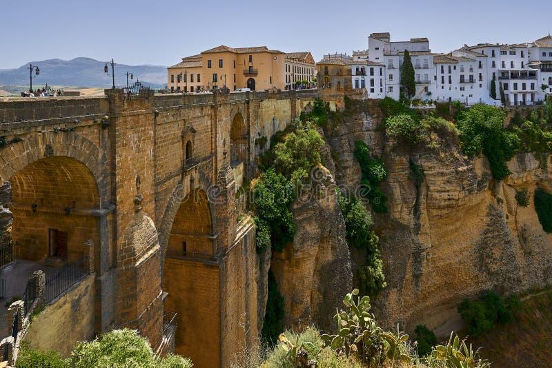 Ronda, Spagna al Puente Nuevo Bridge sopra la gola di Tajo fotografia stock