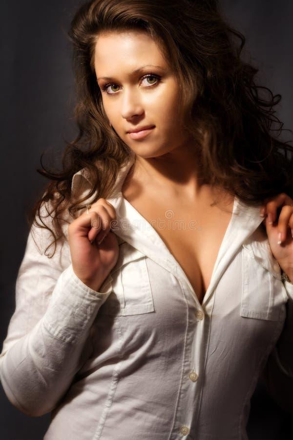 Rondborstige jonge vrouw royalty-vrije stock fotografie