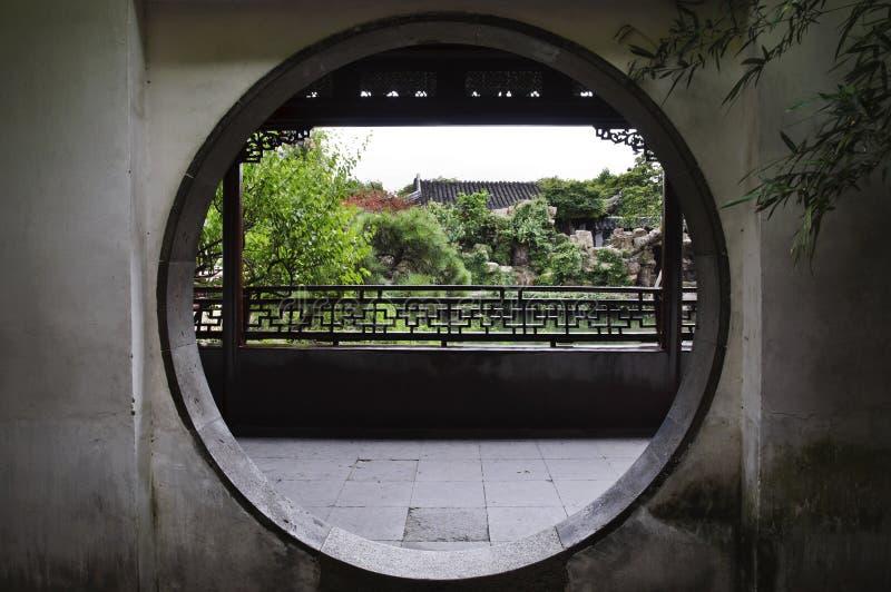 Ronde deuropening bij de Meester van Nettentuin, Suzhou, China stock fotografie