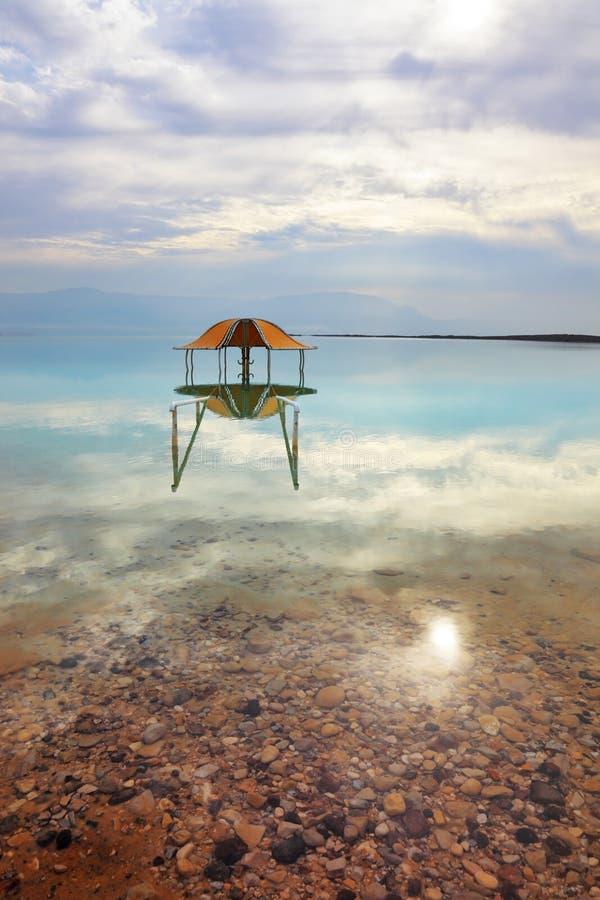 Ronde gazebo in het water royalty-vrije stock afbeelding