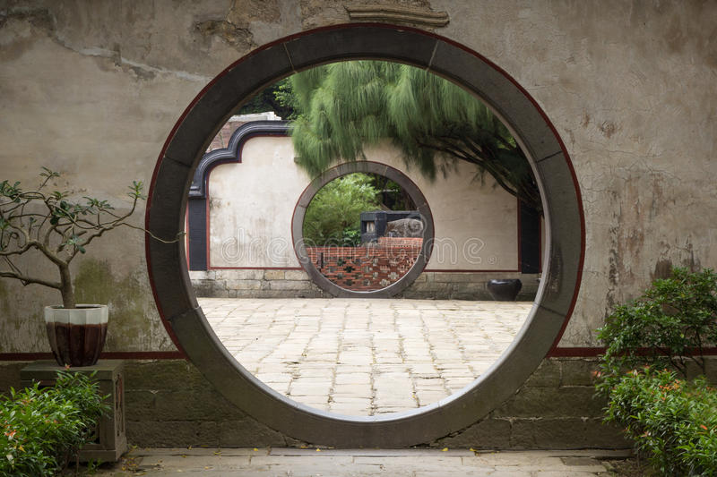Ronde poort in Lin Family Mansion & Tuin in Taipeh stock afbeelding