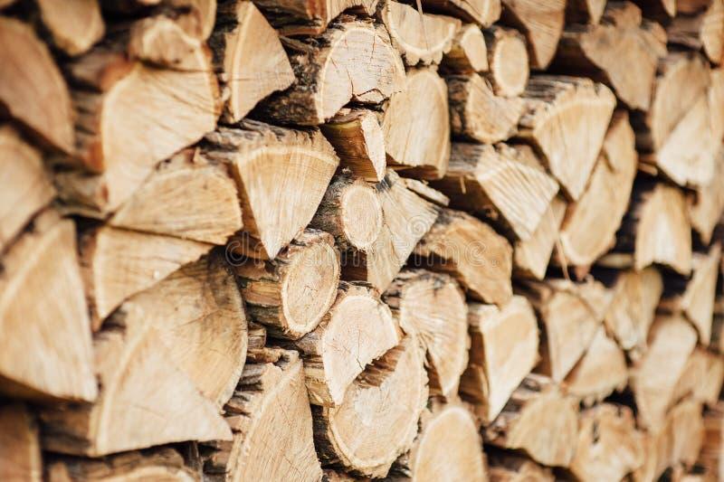 Rondins coupés naturels en bois fond texturisé, vue de côté photographie stock libre de droits