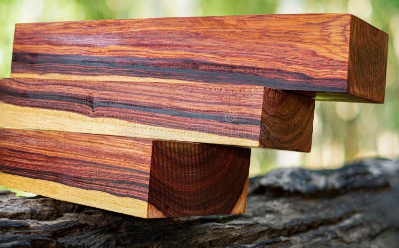 Rondins en bois de bois de rose birman image stock