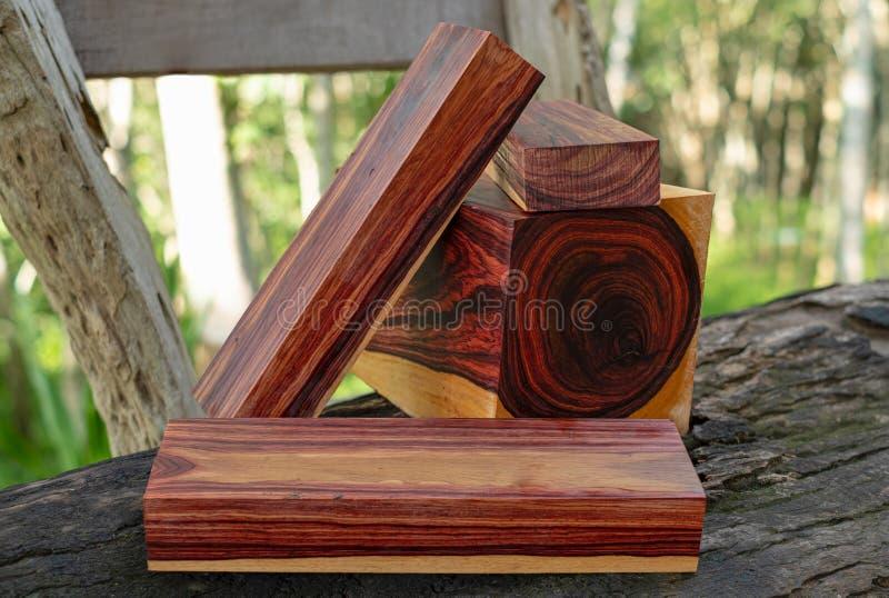 Rondins en bois de bois de rose birman photos libres de droits