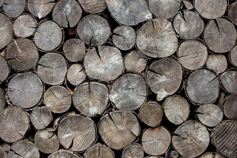 Rondins secs de bois de chauffage de fond images libres de droits
