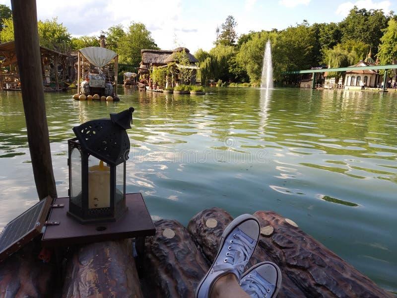 Rondvaart op het Afrikaanse meer De magische wereld van Europa park, Duitsland royalty-vrije stock afbeeldingen
