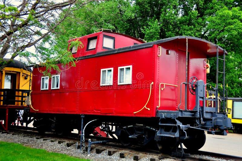 Ronks, PA: Κόκκινο αυτοκίνητο σιδηροδρόμου μοτέλ Caboose στοκ φωτογραφία με δικαίωμα ελεύθερης χρήσης
