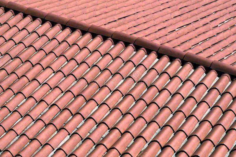Rood dak en rode tegels royalty-vrije stock afbeeldingen