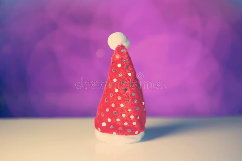 Rood de hoedenstuk speelgoed van Santa Claus voor Kerstmis of nieuw jaar royalty-vrije stock afbeeldingen