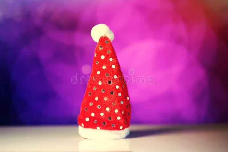 Rood de hoedenstuk speelgoed van Santa Claus voor Kerstmis of nieuw jaar royalty-vrije stock afbeelding
