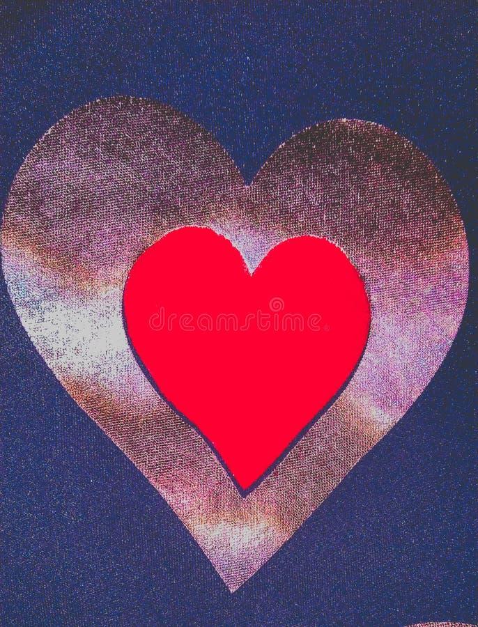 Rood die hart door gouden hart, valentijnskaartdrukken, het ontwerp van hartvectorafbeeldingen in blauwe glanzende backgroud word stock fotografie