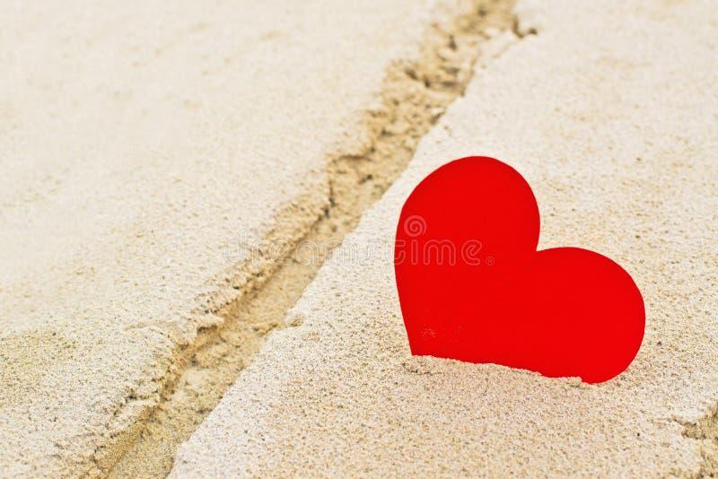 Download Rood Document Hart In Strandzand Stock Foto - Afbeelding bestaande uit emotie, zand: 39103364