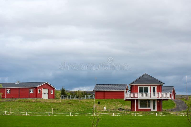 Rood ecohuis in IJsland royalty-vrije stock afbeelding