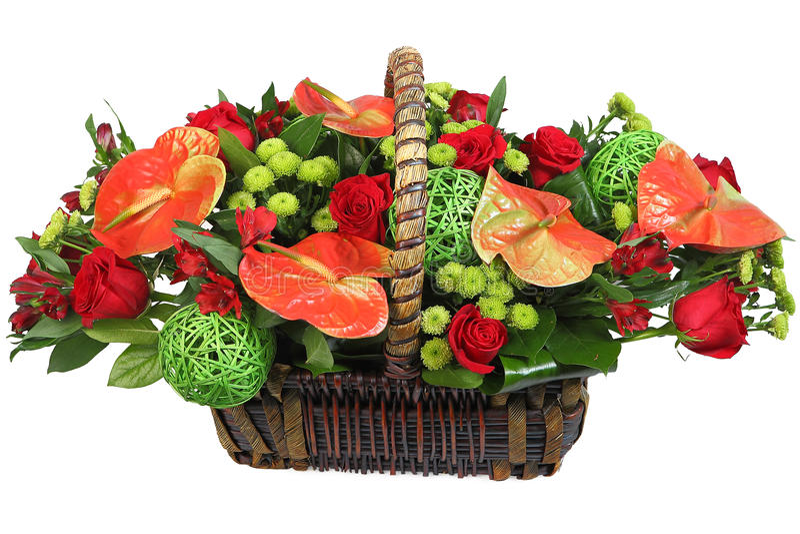 Rood-en-groene bloemenregeling in een rieten mand. royalty-vrije stock foto's