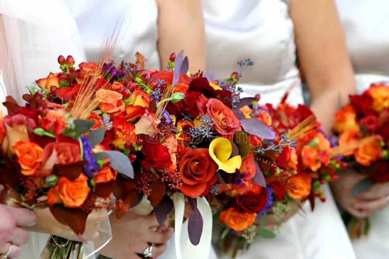 Rood en oranje bloemboeket royalty-vrije stock fotografie