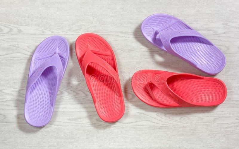 Rood en Purper Flip Flops royalty-vrije stock afbeelding