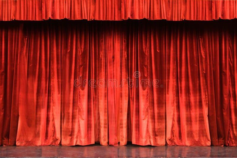 Rood fluweelgordijn royalty-vrije stock afbeelding