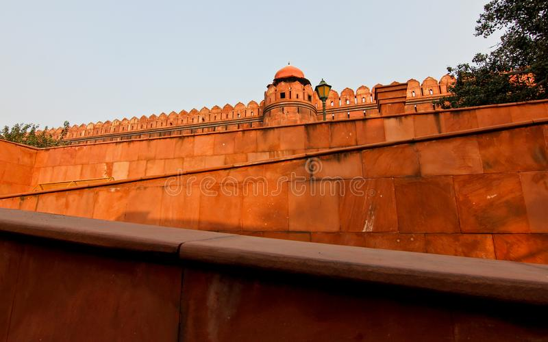 Rood fort in zonsonderganglicht in New Delhi/India royalty-vrije stock afbeelding