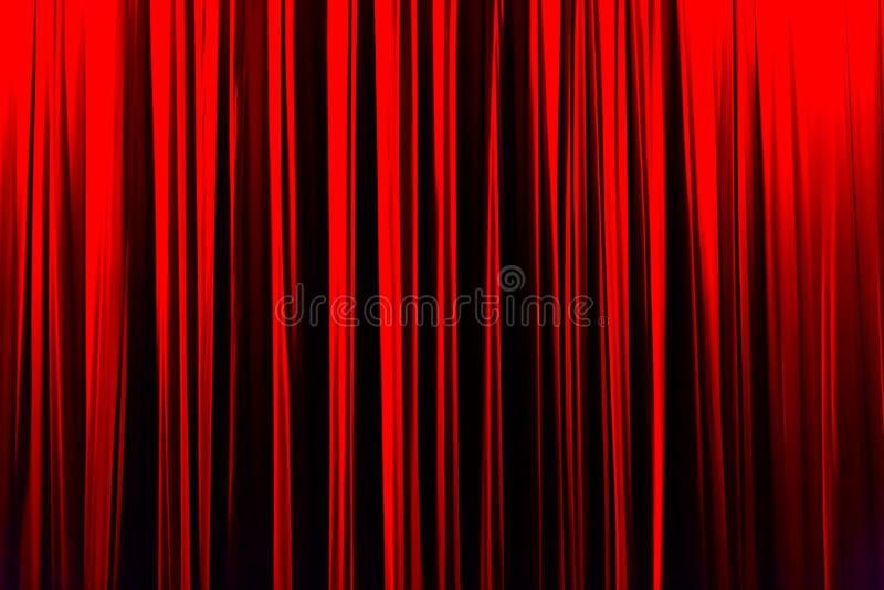 Rood gestreept gordijn op achtergrond van de theater de elegante textuur royalty-vrije stock foto's