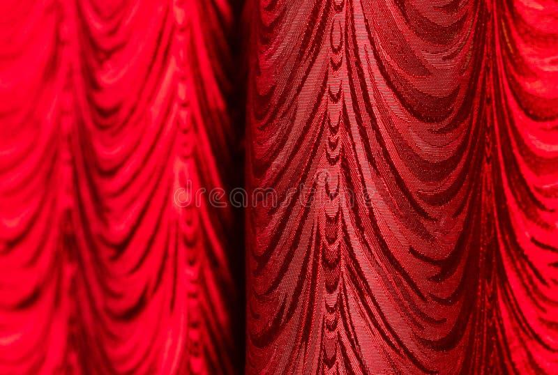 Rood gordijn als abstracte achtergrond stock afbeelding