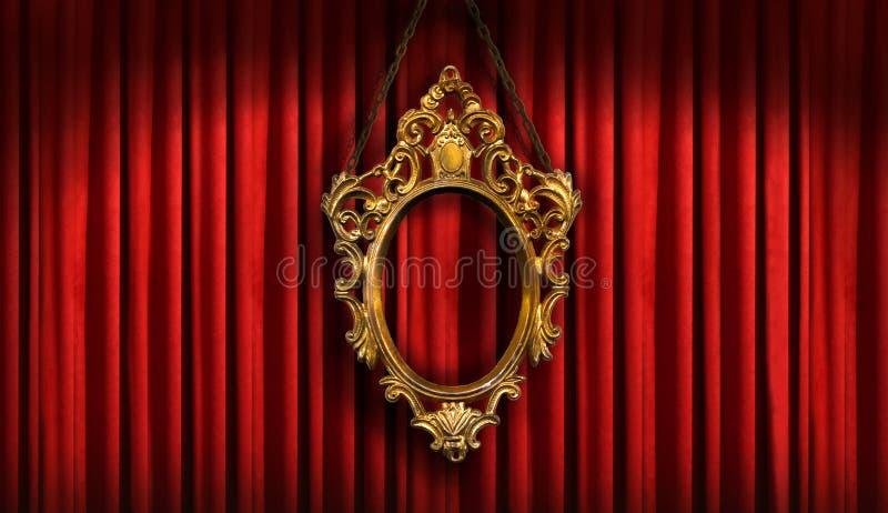 Rood gordijn met gouden frame stock foto's