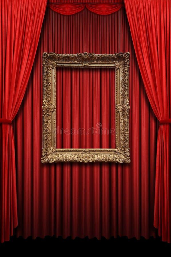 Rood Gordijn met Uitstekend Gouden Frame stock afbeelding