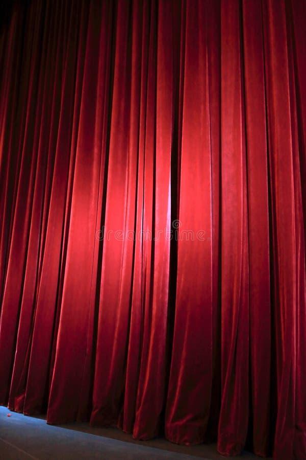 Rood gordijn in theater stock foto