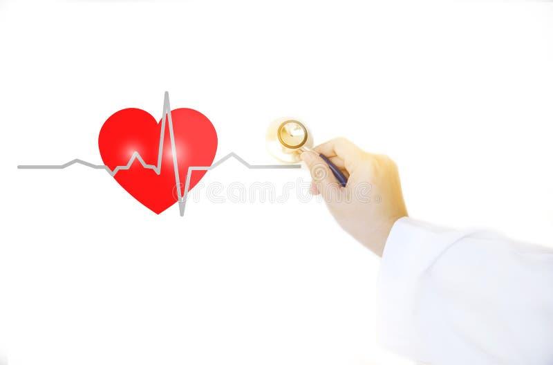 Rood hart cadiograph en medische artsenhand met stethoscoop o stock afbeelding