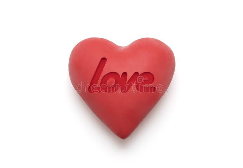 Rood hart met gestempeld liefdewoord over witte achtergrond stock foto's