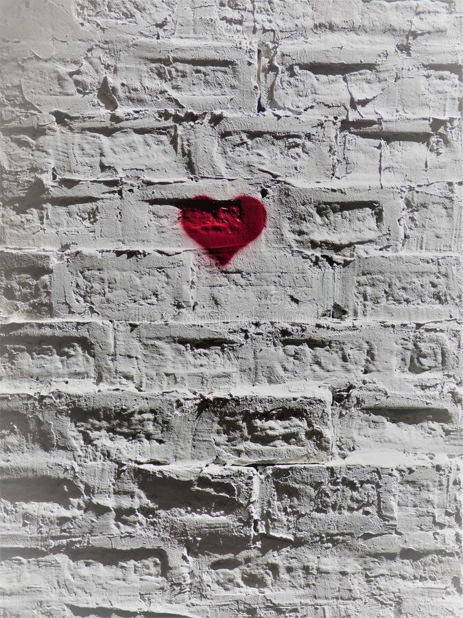 Rood hart op een witte bakstenen muur - 4 - in het midden van de stad de heer Venter royalty-vrije stock afbeeldingen