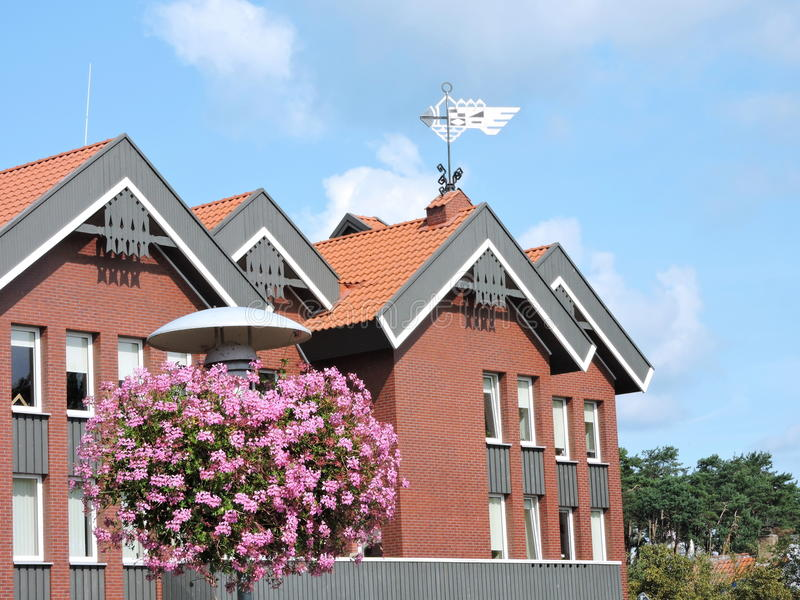 Rood huis, Litouwen stock afbeelding