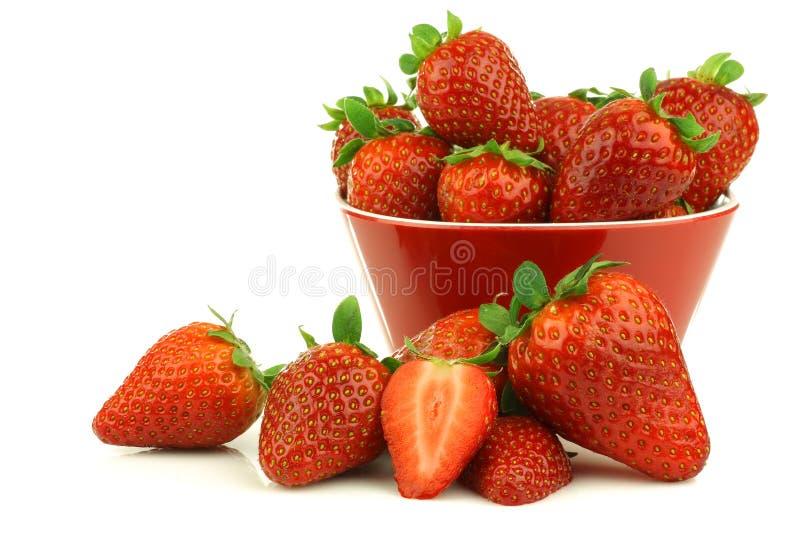 Rood komhoogtepunt van verse aardbeien en een besnoeiing  royalty-vrije stock foto's