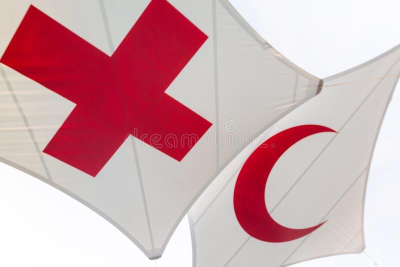 Rood Kruis en Crescent Flag stock foto