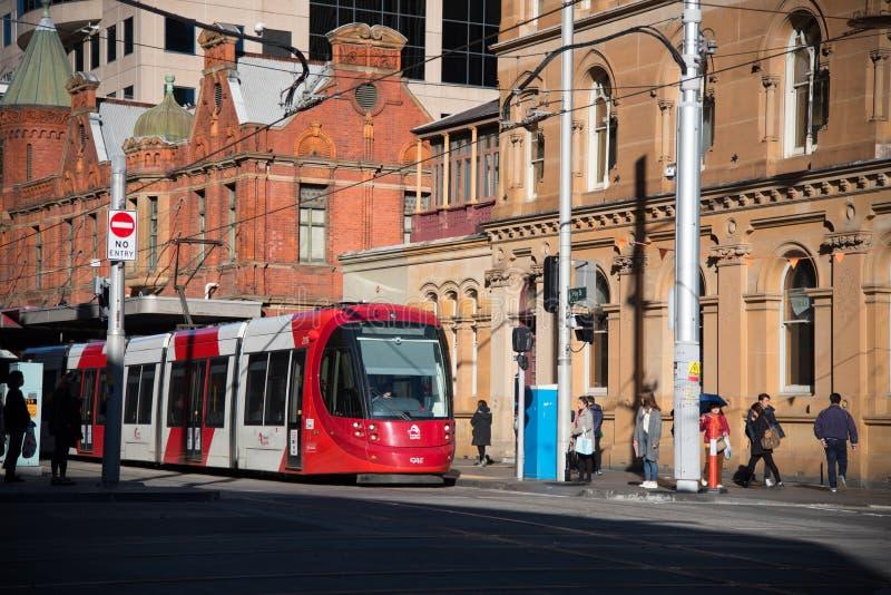 Rood lichtspoor die Marktstad in Sydney Chinatown doornemen stock afbeelding