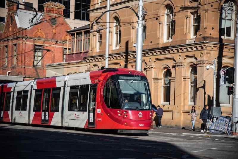 Rood lichtspoor die Marktstad in Sydney Chinatown doornemen stock fotografie
