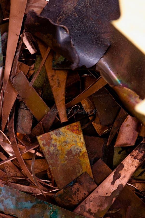 Rood metaal van koper resten van koperverwerking na ponsen Weefsel achtergrond koperdetails royalty-vrije stock afbeelding