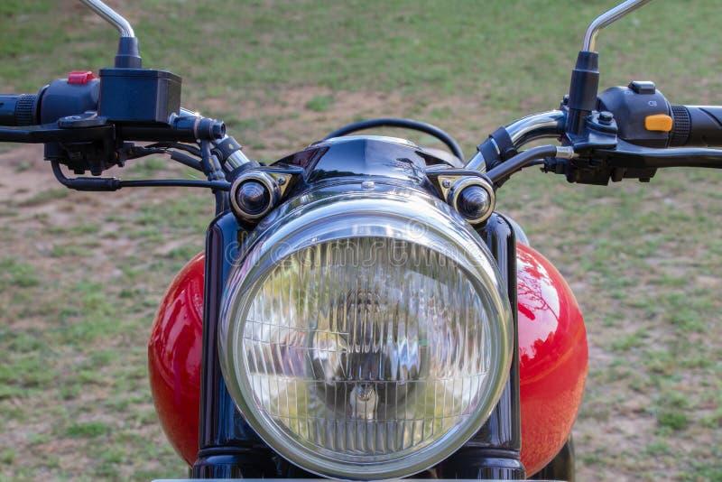 Rood motorfiets voor zijaanzicht stock foto