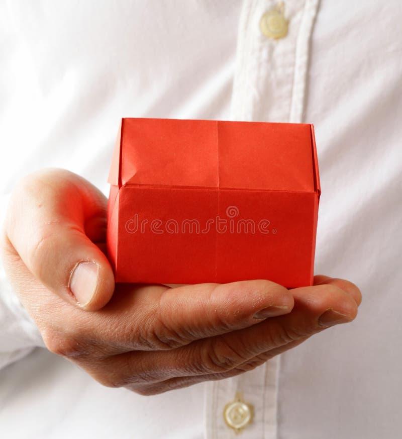 Download Rood Origamidocument Huis Ter Beschikking Stock Afbeelding - Afbeelding bestaande uit concept, document: 39107983
