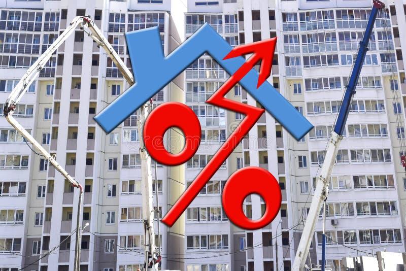 Rood percententeken op de achtergrond van de bouw van een huis royalty-vrije stock afbeelding