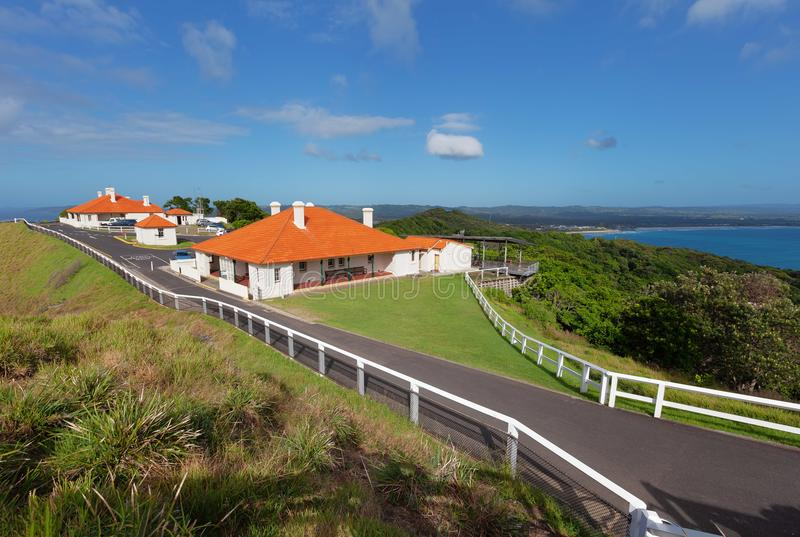Rood-Roofed huizen dichtbij Kaap Byron stock foto